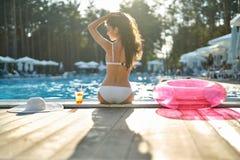 Model dichtbijgelegen zwembad in openlucht Stock Foto's