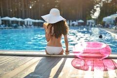 Model dichtbijgelegen zwembad in openlucht Stock Afbeelding