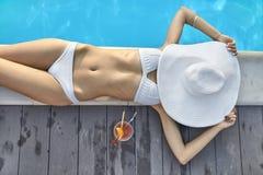 Model dichtbijgelegen zwembad in openlucht Stock Foto