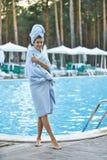 Model dichtbijgelegen zwembad in openlucht Stock Fotografie