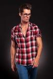Model gå och se till hans vänster sida Royaltyfri Foto