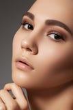 Model gezicht met maniersamenstelling, gezondheids schone huid Royalty-vrije Stock Afbeelding
