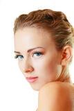 Model gezichts dichte omhooggaand op witte achtergrond stock foto