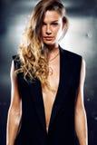 Model in het zwarte vest royalty-vrije stock foto