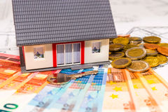 Model house and money for project Royalty Free Stock Photos