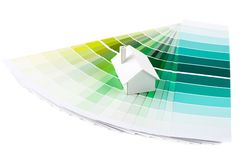 Model huis op kleurenpalet Stock Afbeelding
