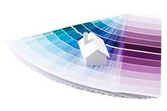 Model huis op kleurenpalet Royalty-vrije Stock Afbeeldingen