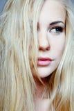 Model met lang blond haar. Royalty-vrije Stock Foto