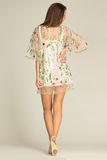Model met mooi lichaam die kleding aan de achterkant dragen royalty-vrije stock afbeelding