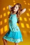 model posera för modekvinnlig Arkivbild