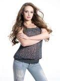 model posera för modeglamour som är stilfullt Royaltyfria Bilder