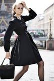 model posera gata för stad Royaltyfria Foton