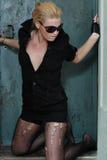 Model in sexy zwart ensemble Stock Afbeeldingen