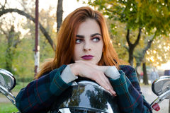 model utomhus- för kvinnlig Royaltyfria Bilder
