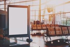 Model van banner in het wachten zaal van luchthaventerminal Stock Foto's