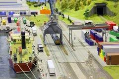 Model van spoorwegpost en overzeese haven. stock afbeeldingen