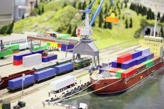 Model van spoorwegpost en overzeese haven stock afbeeldingen