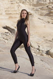 Model w czarnym catsuit i gwoździć piętach Fotografia Royalty Free