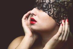Model z czerni koronki maską Zdjęcia Royalty Free