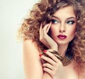 Model z kędzierzawym włosy Fotografia Stock