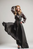 Modela komes na wybiegu podczas pokazu mody Fotografia Stock