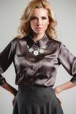 Modela komes na wybiegu podczas pokazu mody Zdjęcia Royalty Free