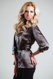 Modela komes na wybiegu podczas pokazu mody Zdjęcie Royalty Free