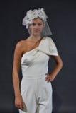 Modela pozy podczas Viktor Mariage Rolf i Skaczą, lata 2018 kolekci prezentacja/ Fotografia Royalty Free
