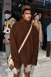 Modela pozy przy Cygańską sport prezentacją podczas Nowy Jork mody tygodnia mężczyzna spadku, zimy/2016 Obrazy Royalty Free
