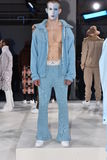 Modela pozy przy Cygańską sport prezentacją podczas Nowy Jork mody tygodnia mężczyzna spadku, zimy/2016 Obraz Royalty Free