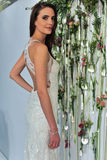 Modela pozy przy Watters Bridal prezentacją Fotografia Stock