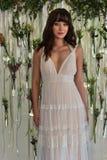Modela pozy przy Watters Bridal prezentacją Zdjęcia Stock