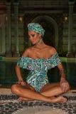 Modela pozy w projektanta pływania odzieży podczas Mara Hoffman pływania fasonują prezentację Obraz Royalty Free