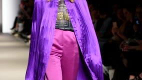 Modela wybieg W pokazie mody zbiory