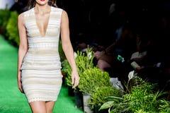 Modela wybieg W pokazie mody zdjęcie royalty free