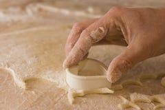 Modelagem da massa de pão Fotografia de Stock Royalty Free