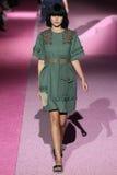Modelcatherine mcneil loopt de baan in Marc Jacobs tijdens Mercedes-Benz Fashion Week Spring 2015 Royalty-vrije Stock Fotografie