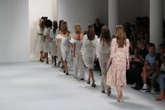 Modele chodzą pasa startowego finał przy Brock kolekci pokazem mody Zdjęcia Royalty Free