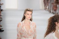 Modele chodzą pasa startowego finał przy Brock kolekci pokazem mody Fotografia Stock