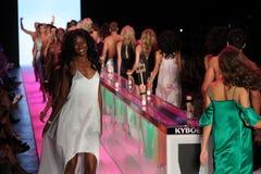 Modele chodzą pasa startowego finał przy KYBOE! pokaz mody Obraz Stock