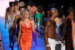 Modele chodzą pasa startowego finał przy KYBOE! pokaz mody Zdjęcia Royalty Free