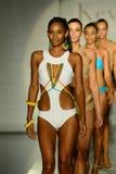 Modele chodzą pas startowego podczas Keva J wiosny lata pasa startowego 2017 przedstawienia Fotografia Stock