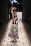 Modele chodzą pas startowego podczas Trussardi przedstawienia Zdjęcia Royalty Free