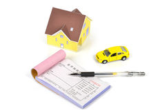 Modele el coche de la casa y del juguete imágenes de archivo libres de regalías