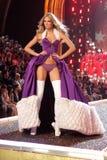 Modele en el 12mo desfile de moda anual del secreto de Victorias. Teatro de Kodak, Hollywood, CA 11-15-07 Foto de archivo libre de regalías