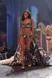 Modele en el 12mo desfile de moda anual del secreto de Victorias. Teatro de Kodak, Hollywood, CA 11-15-07 Imágenes de archivo libres de regalías
