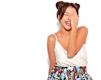 Modele en ropa casual del verano sin maquillaje en estudio Imágenes de archivo libres de regalías