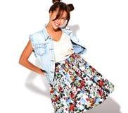 Modele en ropa casual del verano sin maquillaje en estudio Imagen de archivo libre de regalías