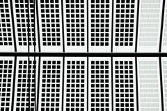 Modele a estação central disparada Rotte do telhado do bloco detalhe branco preto Imagem de Stock