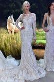 Modele pozują podczas Galia Lahav mody tygodnia Bridal wiosny, lata 2017 prezentaci/ Obrazy Stock